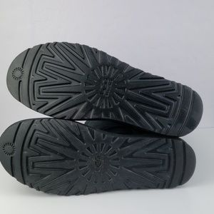 UGG Shoes - NWOB UGG Classic Short Black Boots Size 11